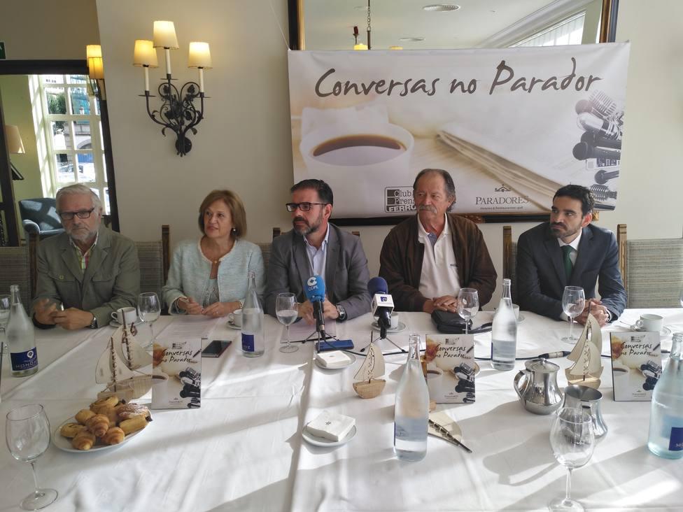 El ciclo Conversas no Parador se retomó con Ángel Mato en el Parador de Turismo de Ferrol