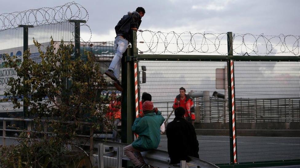 La Policía británica intercepta en un solo día a 86 migrantes que trataban de cruzar el canal de la Mancha