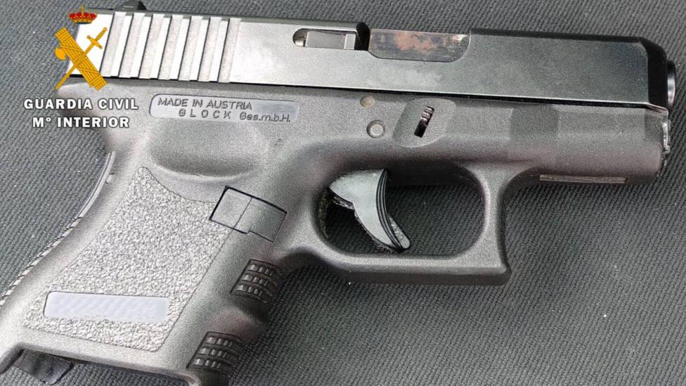 ctv-t5j-pistola