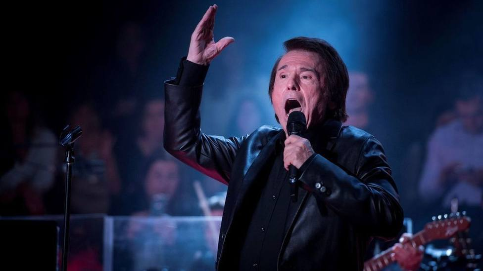 Raphael revela qué cantaría en el Congreso delante de Abascal y Rufián