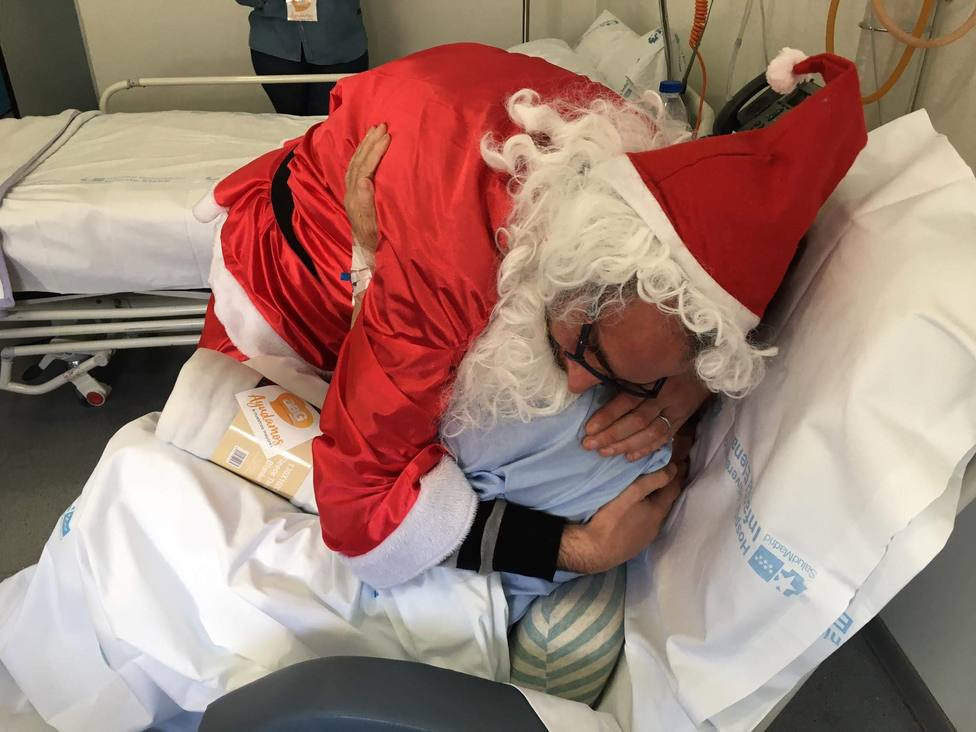 Más de 150 voluntarios entregaron regalos a mayores hospitalizados en la V campaña solidaria Ningún Mayor Sin Regalos