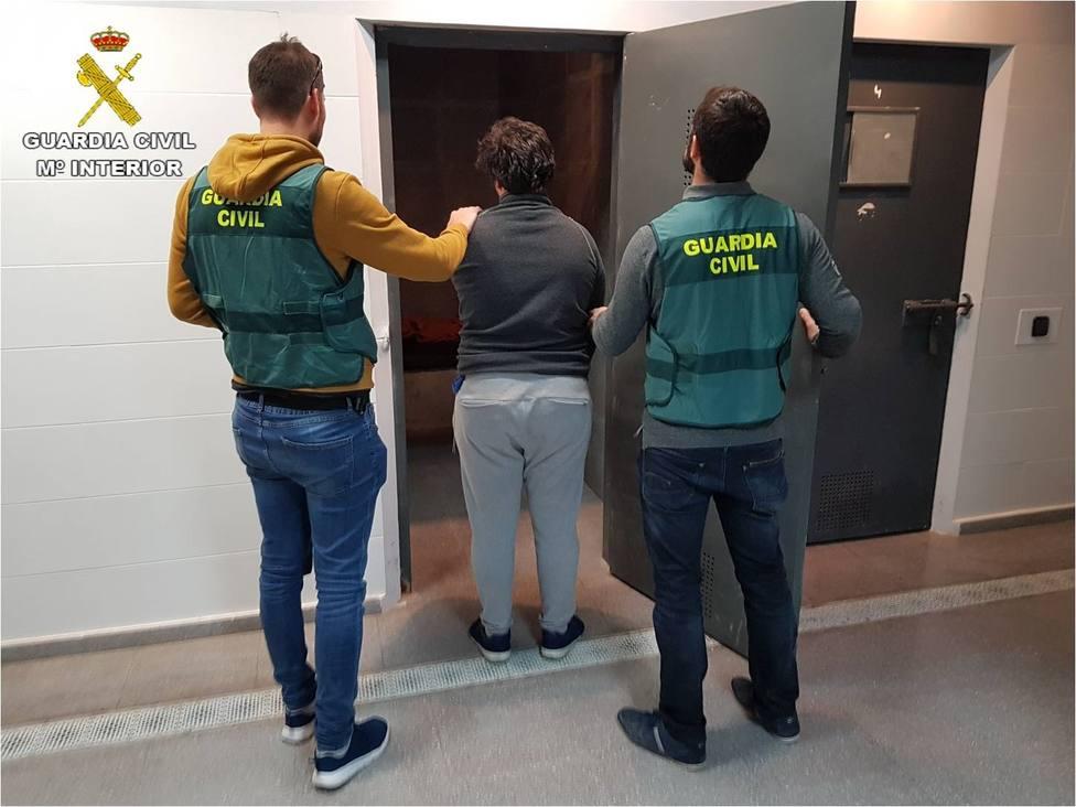 Detenido en Valencia un joven acusado de abusar de una menor de 15 años a la que pedía fotos y vídeos sexuales