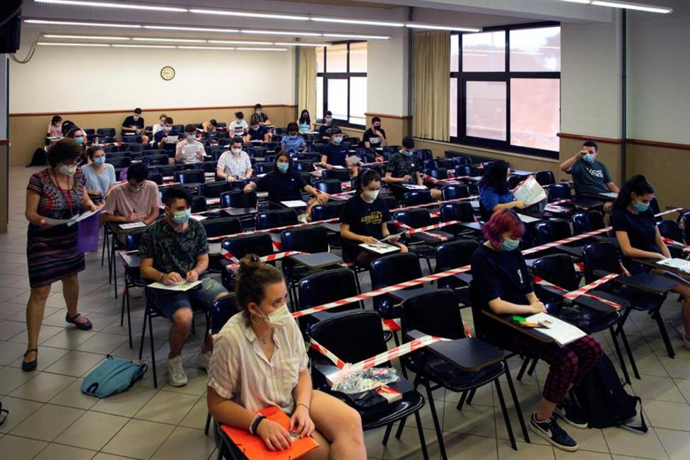 Cerca de 51.500 estudiantes empiezan a examinarse de selectividad en Andalucía, un 18,5% más