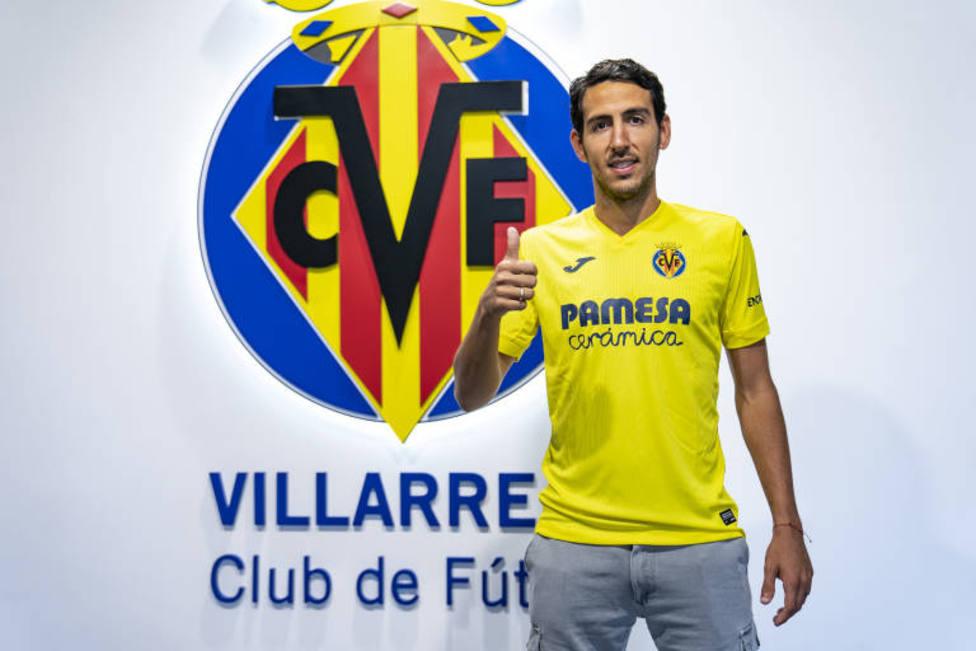 Parejo, con la camiseta del Villarreal CF