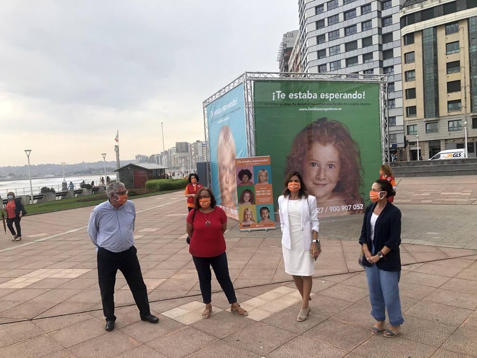 Foto 2 presentación de campaña para la acogida de menores en el Principado