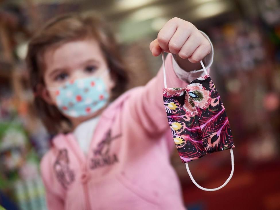Los farmacéuticos almerienses advierten de la importancia de usar mascarillas adecuadas a cada edad