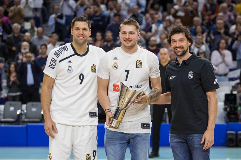 Luka Doncic con Felipe Reyes y Sergio Llull