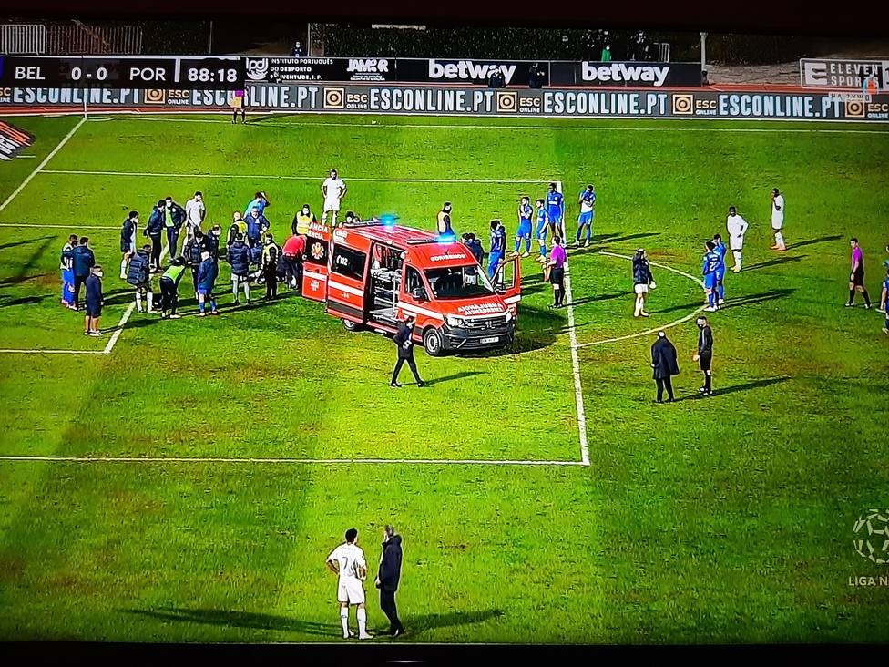 Nanu, del Oporto, evacuado del estadio en ambulancia tras un violento choque