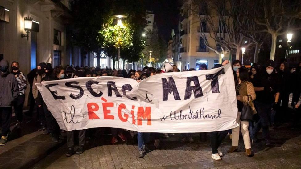 Séptima noche de disturbios y altercados en Cataluña contra los antidisturbios de Mossos y en favor de Hasél