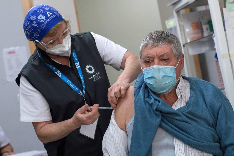 ¿Qué Comunidades Autónomas vacunan ya contra el coronavirus a los mayores de 80 años?