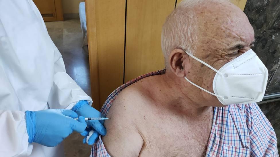 Ceuta suspende la vacunación contra el coronavirus por quinta vez por falta de dosis