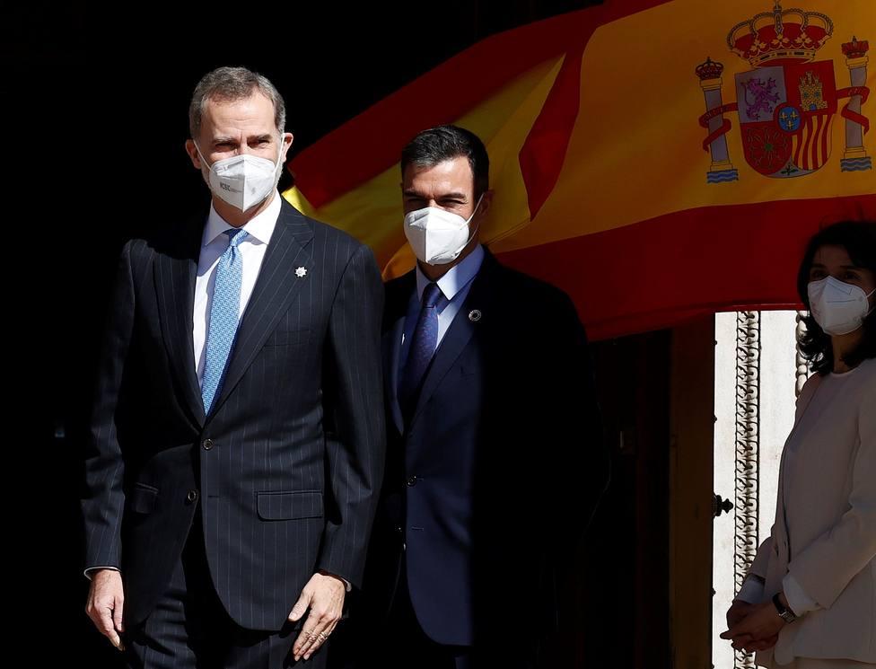 Los Reyes y Pedro Sánchez trasladan sus condolencias a Isabel II por la muerte del Duque de Edimburgo