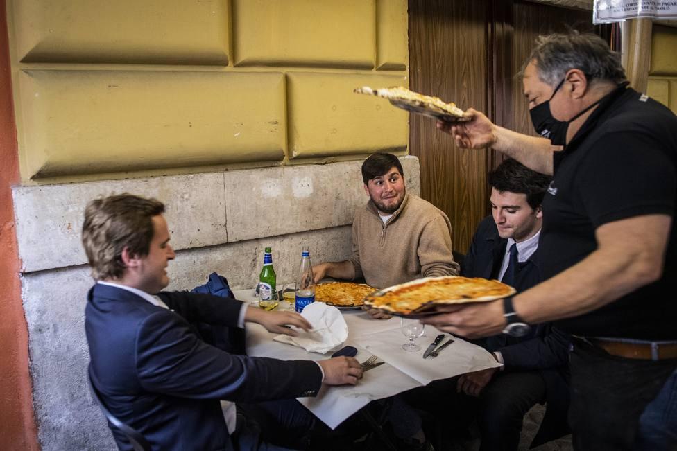 Italia notifica 13.500 casos y 260 muertes más por la covid-19