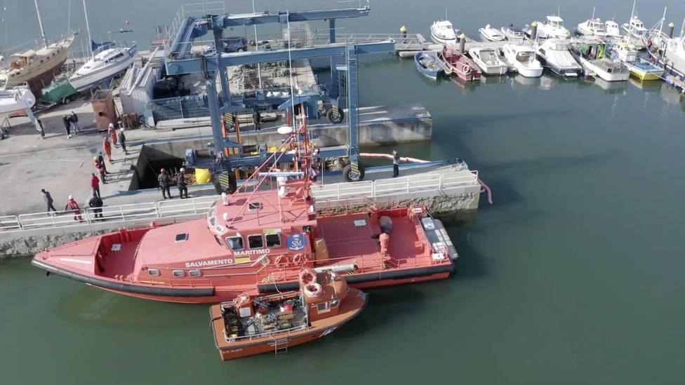 Varias embarcaciones colaboraron en la recuperación - FOTO: Salvamento Marítimo