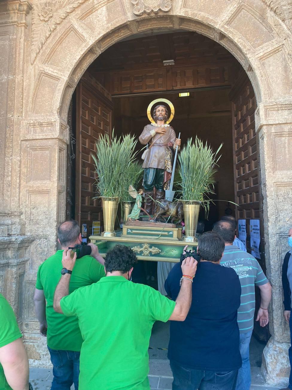 San Isidro ingresando en la Iglesia de La Roda