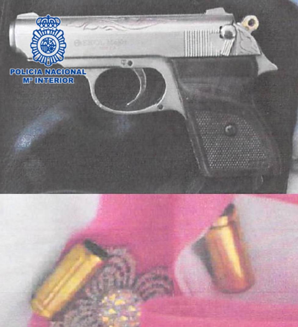 Un menor roba en una cafetería de El Ejido a punta de pistola y al grito de dame el dinero de la caja