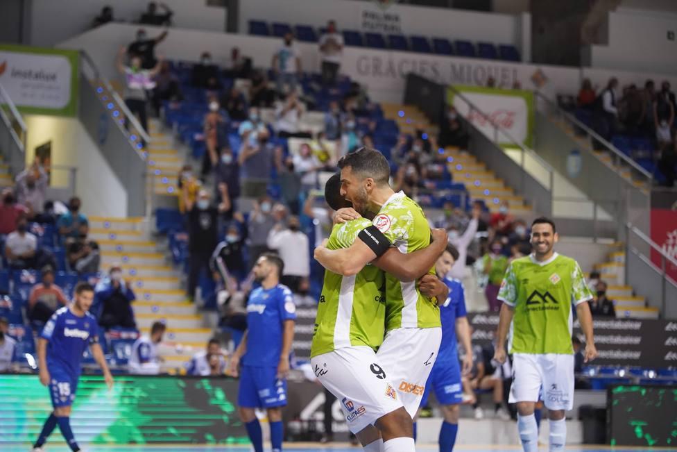 Higor y Lolo celebran el gol de la victoria del Palma Futsal