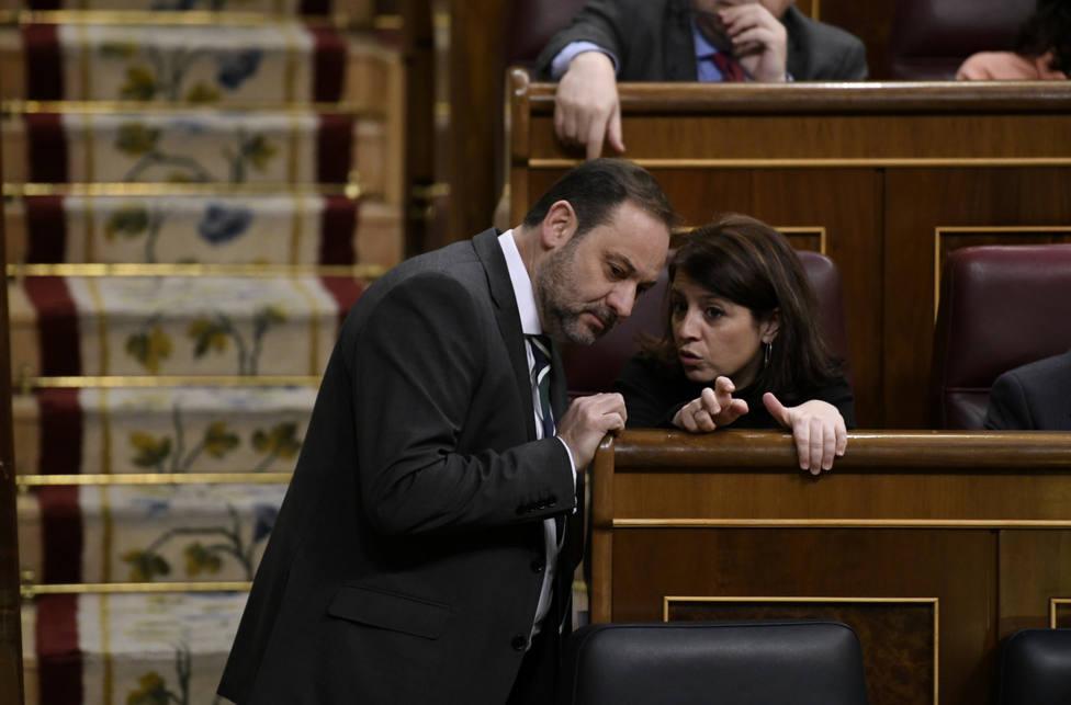 Ábalos deja la Secretaria General del PSOE tras los cambios en Moncloa y Lastra toma las riendas del partido