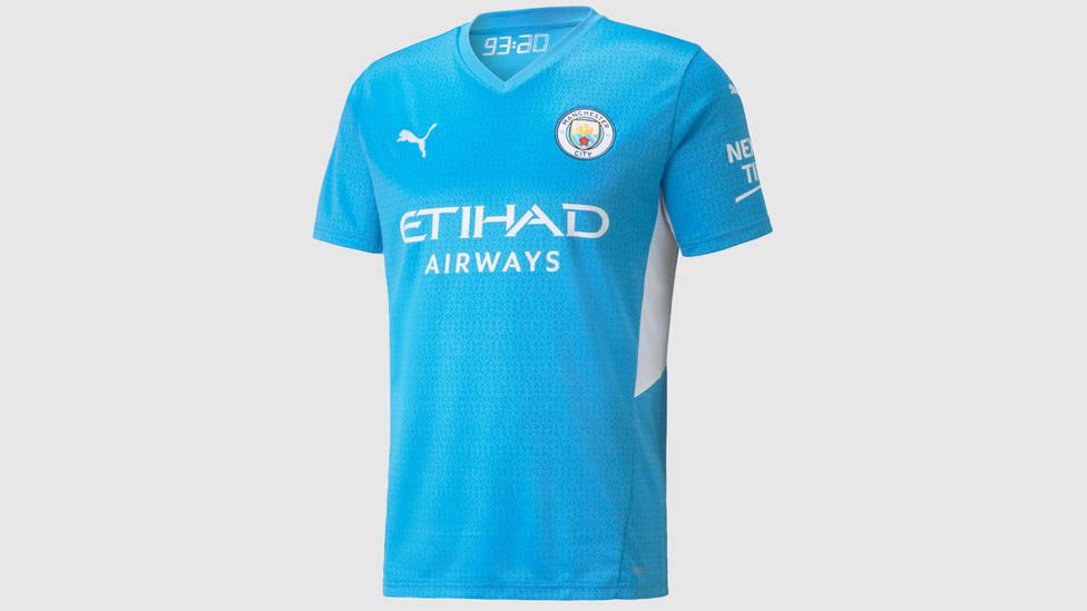 Camiseta del Manchester City para la temporada 2021/2022, con el detalle del crono en el minuto 93:20