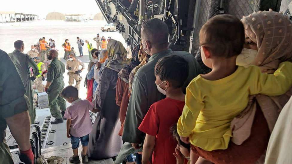 Una familia de refugiados afganos se encuentra en Lorca tras huir del régimen talibán