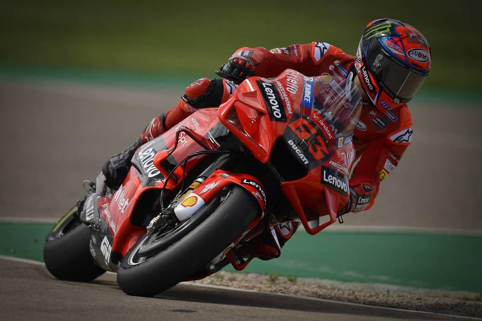 Bagnaia logra su segunda pole y el récord; Ducati domina