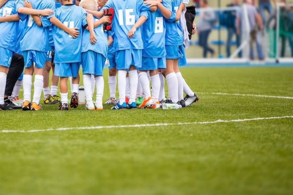 La Comunidad de Madrid suprime la obligación de llevar mascarilla en el fútbol federado