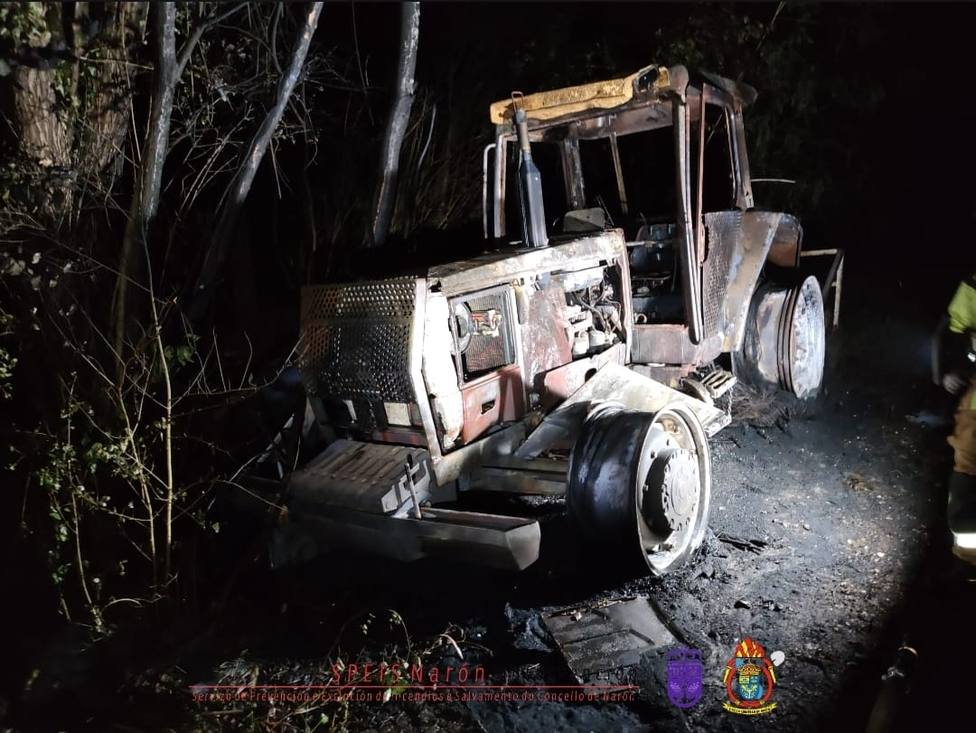 El vehículo forestal quedó calcinado - FOTO: SPEIS Narón