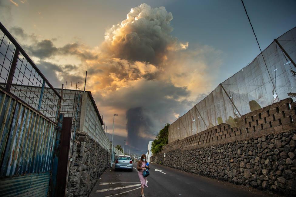 La lava sobrepasa Todoque y está a 1,6 kilómetros de la costa