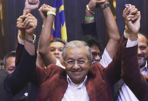 Un opositor de 92 años, vencedor en las históricas elecciones de Malasia