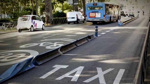 Carril de taxi vacío