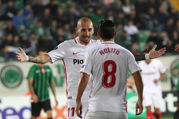 Nolito celebra el primer gol del Sevilla en Turquía (EFE)