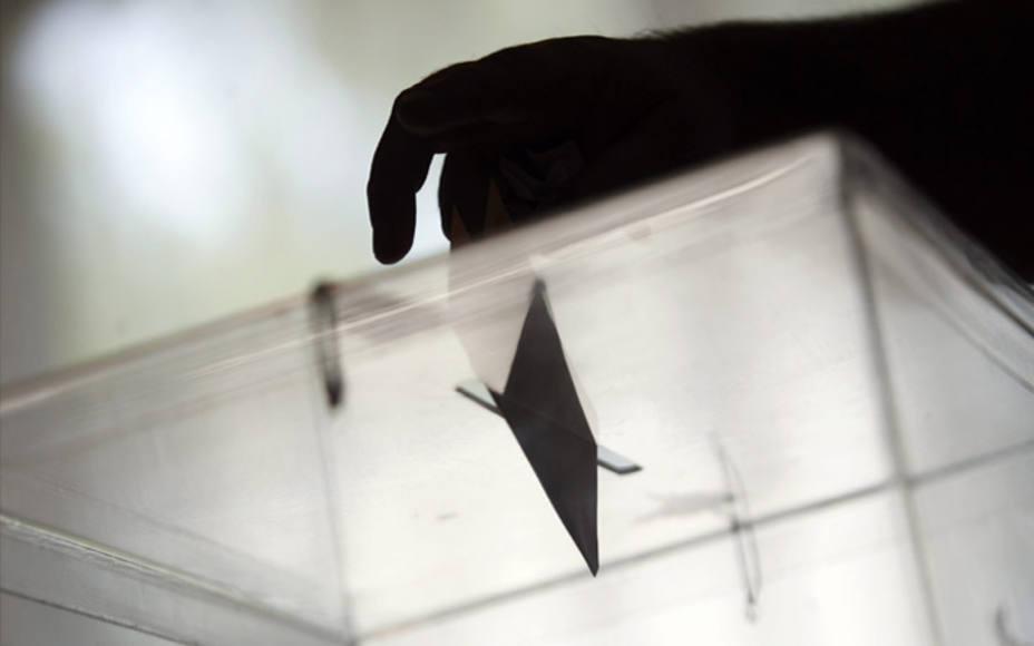 Una encuesta da la victoria al PSOE, pero la mayoría absoluta a la derecha