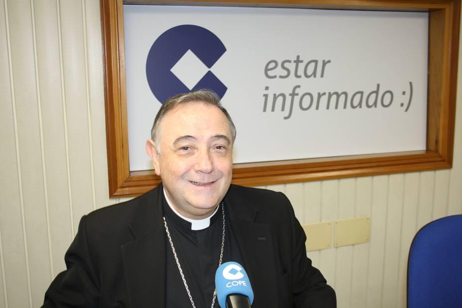"""El obispo de Mondoñedo-Ferrol muestra su """"apoyo y solidaridad"""" por la situación de la central térmica"""