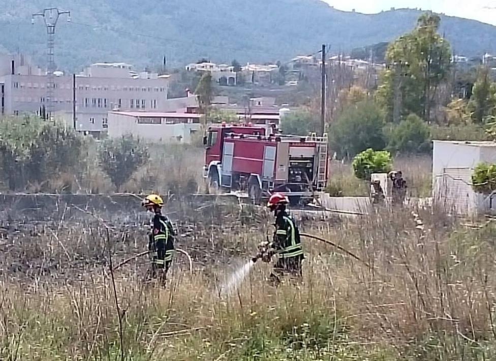 Incendio en las proximidades del Hospital La Pedrera de Dénia (Consorcio Bomberos / GVA)