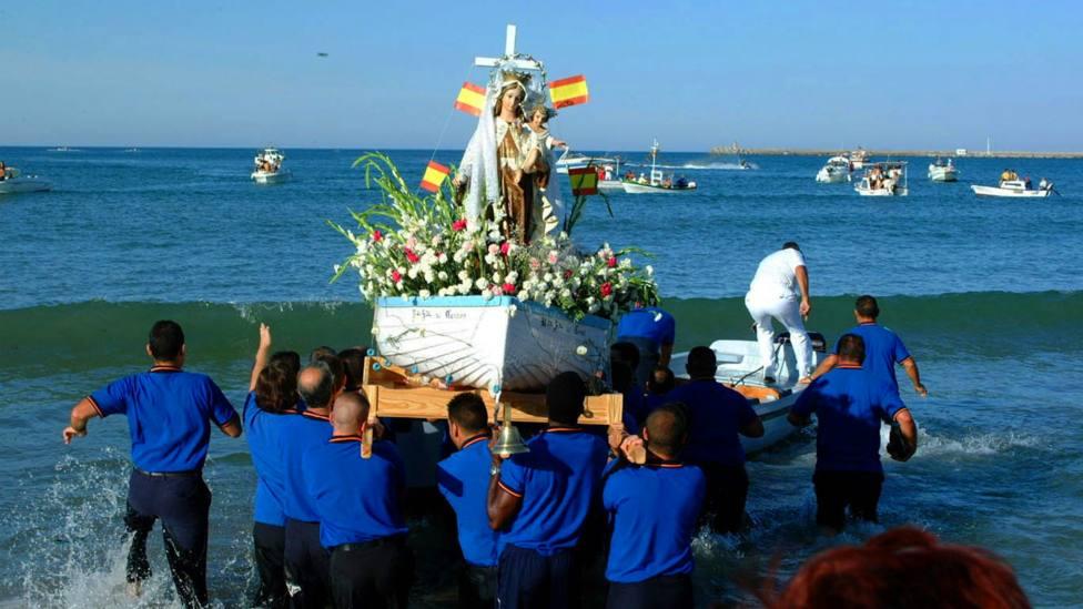 Así es la sorprendente procesión marinera por la Virgen del Carmen, en un embalse de Castilla