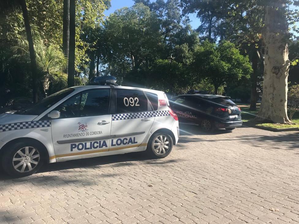Vehículos de la Policía en el lugar de los hechos