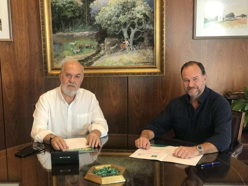 Firma del convenio entre DO Condado