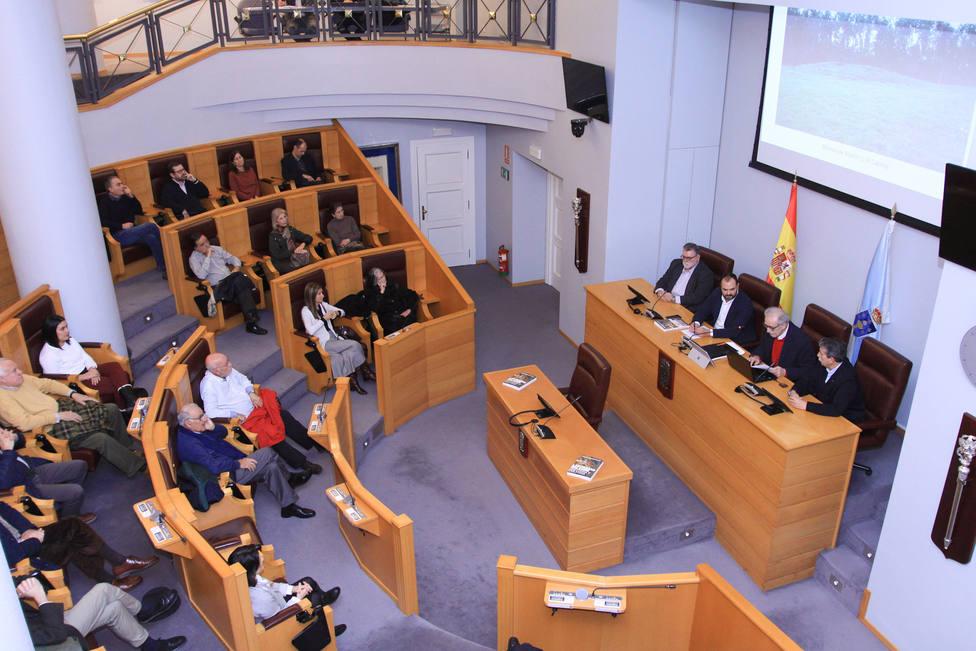 La presentación del libro Fragas do Eume tuvo lugar en el salón de plenos de la Diputación de A Coruña