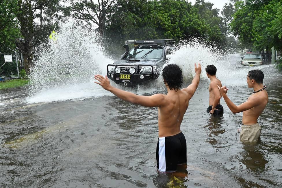 Heavy rains bring flash floods to Sydney