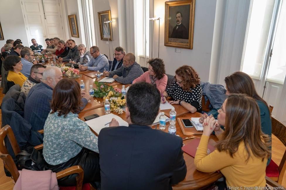 Los sindicatos rechazan la propuesta de Castejón tras una reunión de cinco horas