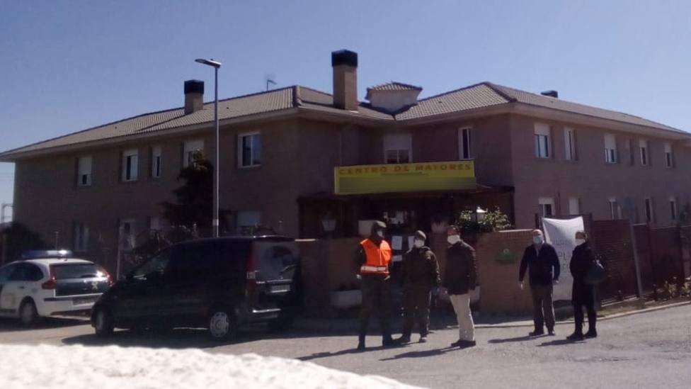 El Ejército desinfecta residencias de ancianos en Guadarrama