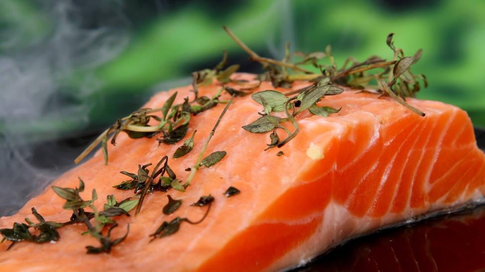 Los errores que cometes al hacer salmón y que pueden estropearlo por completo