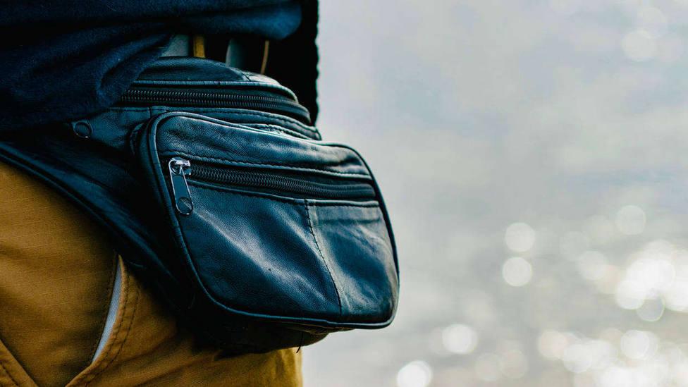 Las riñoneras pueden tener su origen en las escarcelas, bolsa que llevaban en la cintura ya en la Edad Media