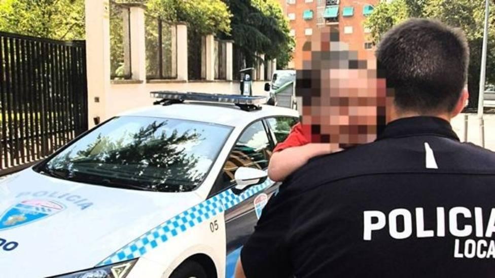Una madre multada en Toledo por dejar a su hijo de 2 años encerrado en su coche