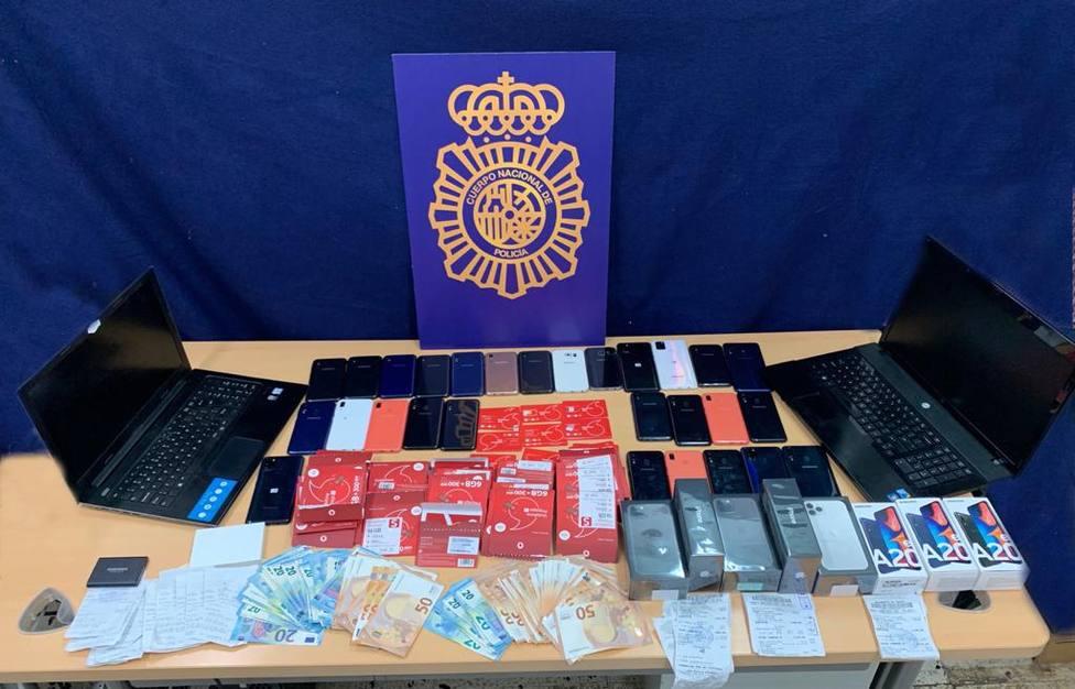 La Policía Nacional detiene a un hombre que obtuvo datos de más de 4.000 tarjetas bancarias usando smishing