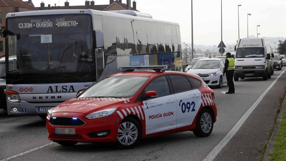Control a la entrada de Gijón durante el cierre perimetral de noviembre