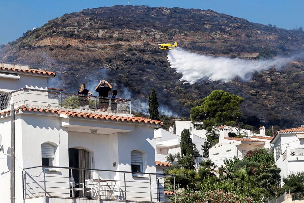 El incendio de Girona quema 500 hectáreas y obliga a evacuar a 350 personas