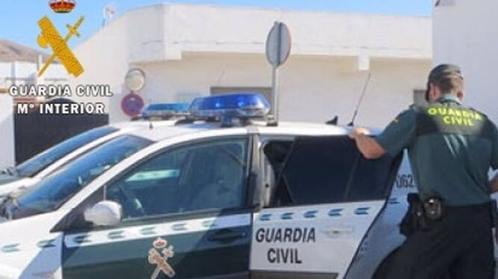 Almería.- Sucesos.- Detenido acusado de agredir en un pub a un joven, a quien hirió de gravedad en el cuello