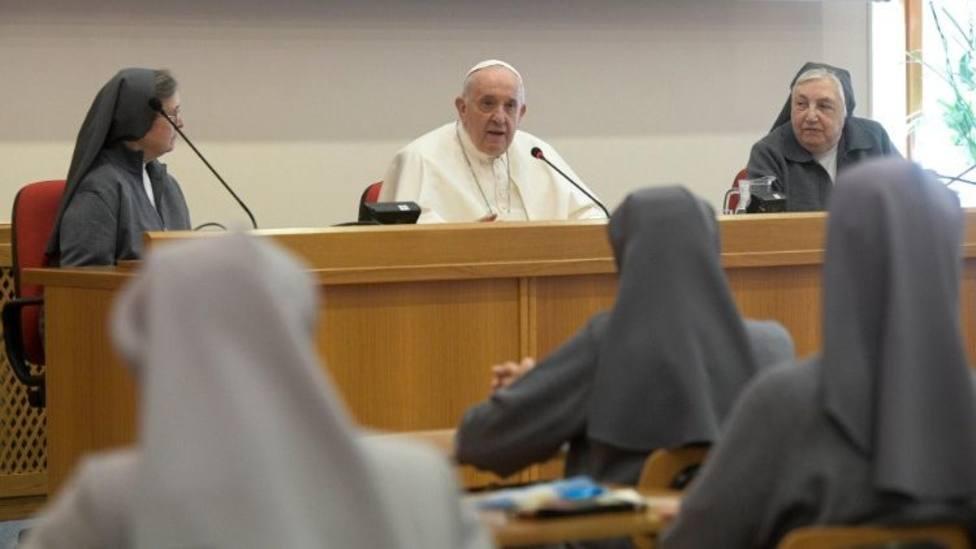 El Papa visita a las salesianas reunidas en Roma por en el 24 Capítulo General