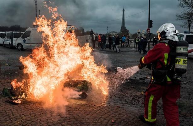 El Gobierno francés teme la presencia de armas en las protestas de los chalecos amarillos